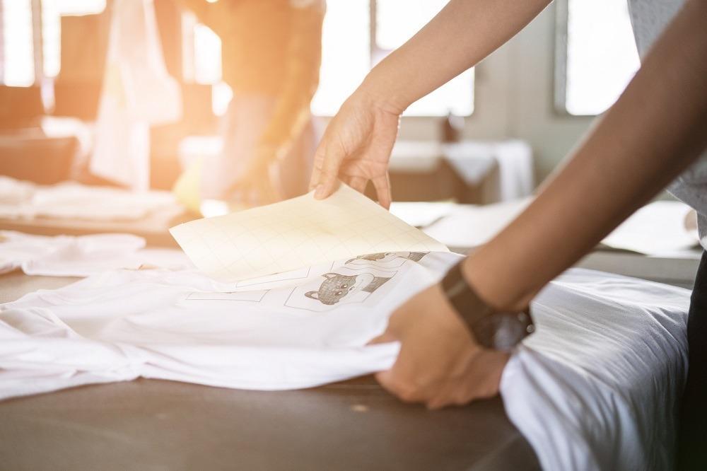 Jak powstają nadruki na ubraniach?